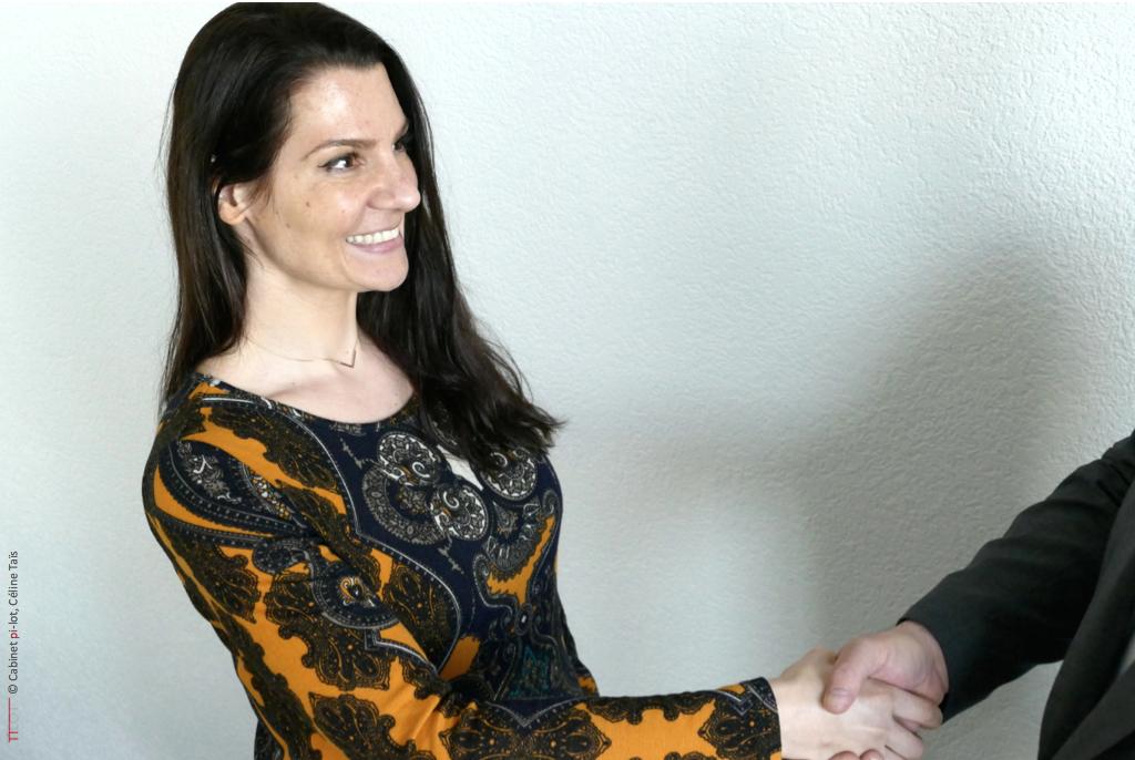 Céline Taïs, serre la main